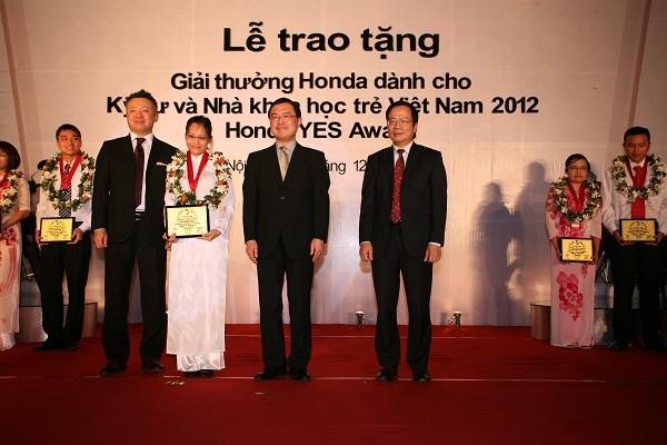 860091-honda-viet-nam-khoi-dong-giai-thuong-honda-yes-2.jpg